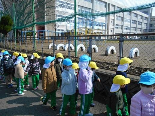 すみれ組・ゆり組 最後のお散歩…_c0212598_17074543.jpg