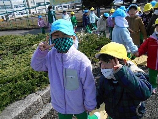 すみれ組・ゆり組 最後のお散歩…_c0212598_17074794.jpg