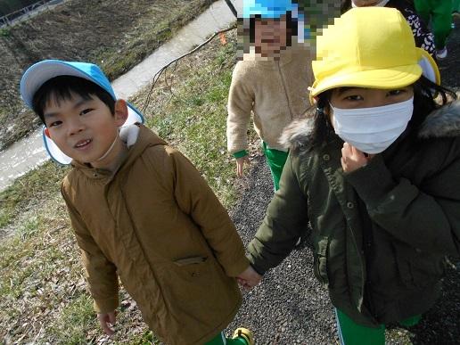 すみれ組・ゆり組 最後のお散歩…_c0212598_17075469.jpg