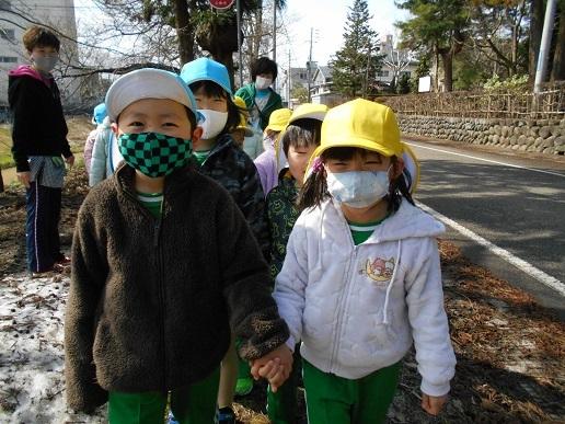 すみれ組・ゆり組 最後のお散歩…_c0212598_17080117.jpg