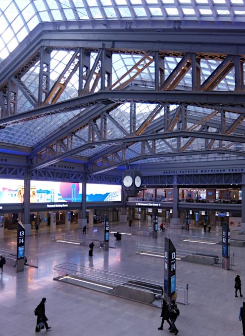 モイニハン・トレイン・ホール最大の見所、『全面的にガラス張りの天井』と『巨大な吹き抜け空間』_b0007805_06054675.jpg