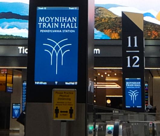 モイニハン・トレイン・ホール最大の見所、『全面的にガラス張りの天井』と『巨大な吹き抜け空間』_b0007805_06193499.jpg