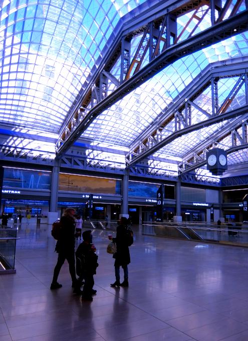 モイニハン・トレイン・ホール最大の見所、『全面的にガラス張りの天井』と『巨大な吹き抜け空間』_b0007805_06362247.jpg