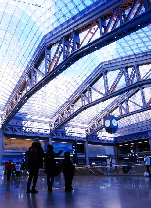 モイニハン・トレイン・ホール最大の見所、『全面的にガラス張りの天井』と『巨大な吹き抜け空間』_b0007805_06364142.jpg
