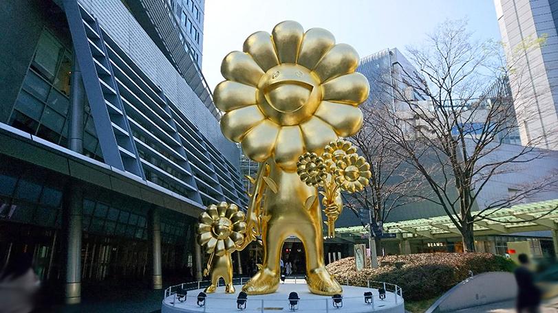 Huge Golden Sculpture_e0209299_21335950.jpg
