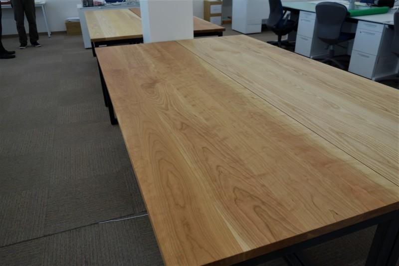 オフィス家具 木のテーブル_e0156341_07413711.jpg