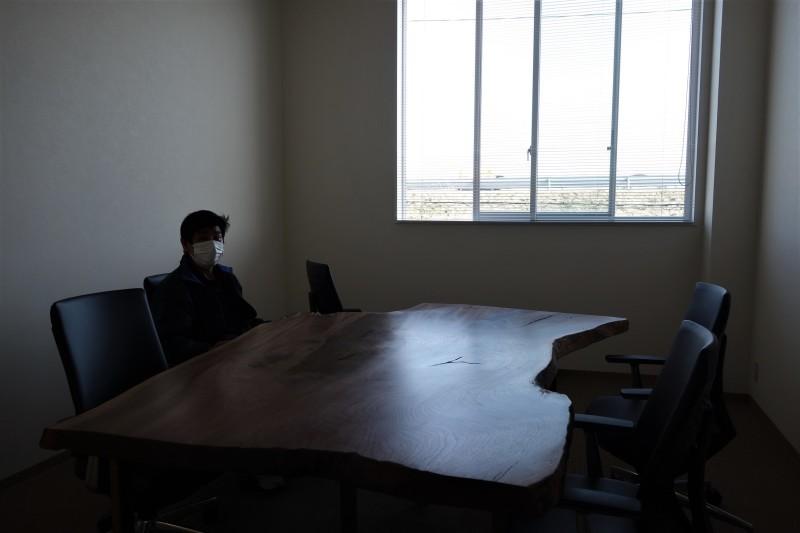 オフィス家具 木のテーブル_e0156341_07420850.jpg