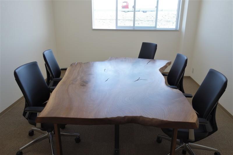 オフィス家具 木のテーブル_e0156341_07422433.jpg