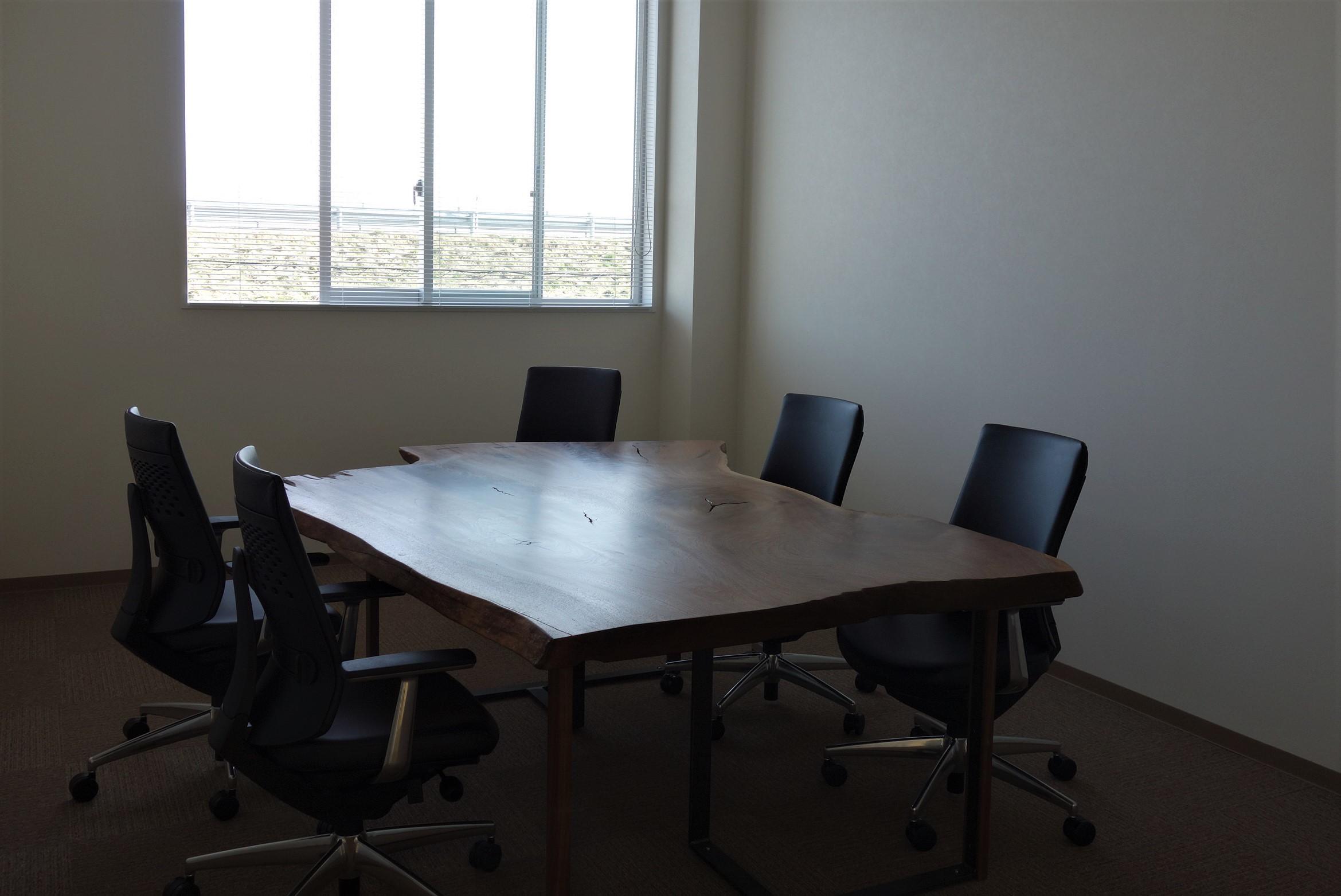 オフィス家具 木のテーブル_e0156341_07422656.jpg