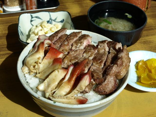 マルトマ食堂 その93(樽前湧水豚とホッキのコラボ焼き丼)_d0153062_20500648.jpg