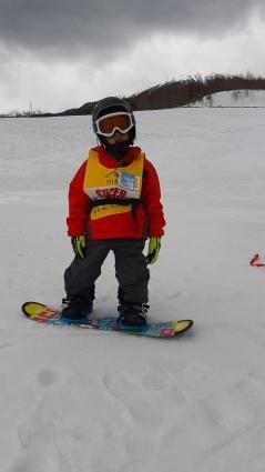 4歳のスノーボーダー_a0150315_09230717.jpg