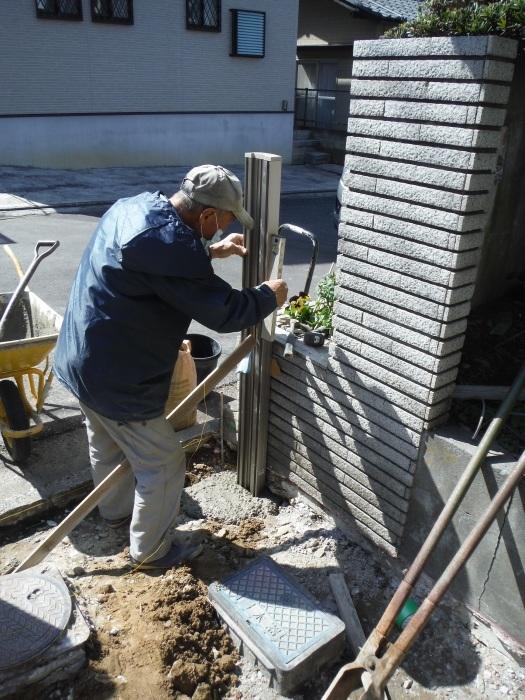 駐車場の補修工事 ~ 門柱とポスト取付。_d0165368_03281660.jpg