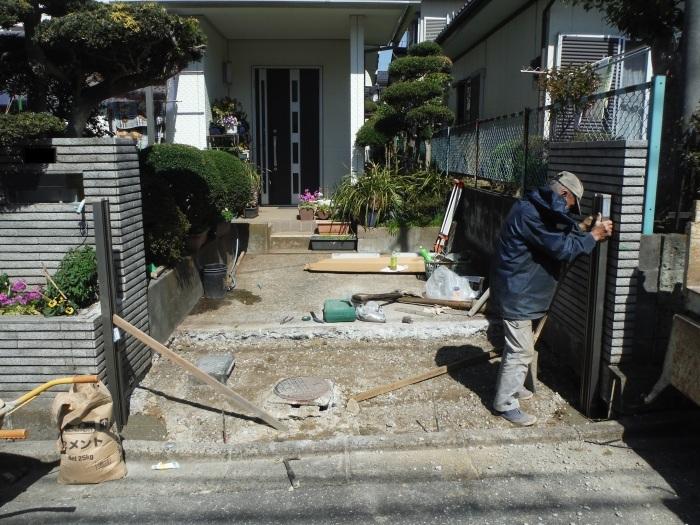 駐車場の補修工事 ~ 門柱とポスト取付。_d0165368_03282615.jpg
