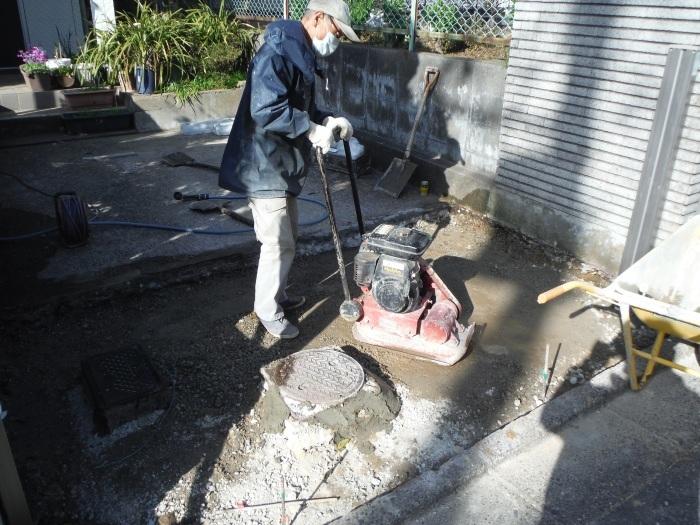 駐車場の補修工事 ~ 門柱とポスト取付。_d0165368_03284231.jpg