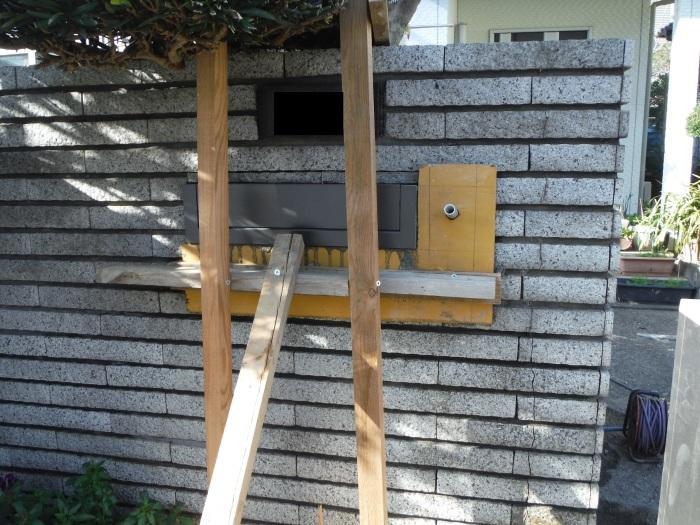 駐車場の補修工事 ~ 門柱とポスト取付。_d0165368_03290009.jpg