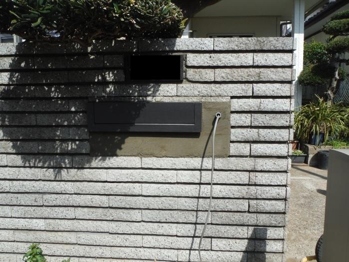 駐車場の補修工事 ~ 門柱とポスト取付。_d0165368_03291237.jpg