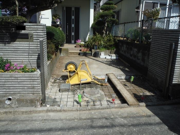 駐車場の補修工事 ~ 門柱とポスト取付。_d0165368_03292390.jpg