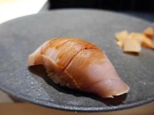 渋谷「熟成鮨 万」へ行く。_f0232060_20540635.jpg