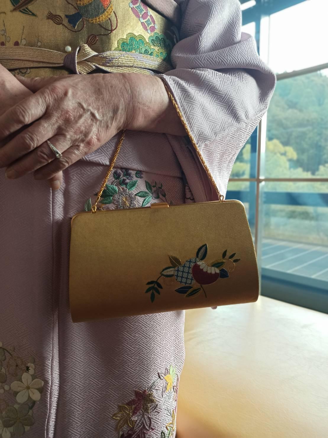 伝えて行きたい日本伝統の美《美知子お義母さんの日本刺繍》_a0157409_07212624.jpeg