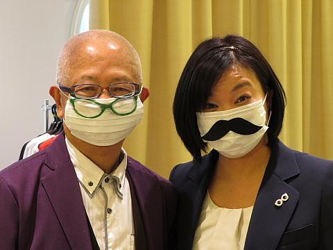 「コミュニケーショングッズ」としてのマスク。_d0046025_22365970.jpg