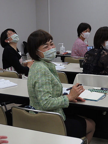 「コミュニケーショングッズ」としてのマスク。_d0046025_22460815.jpg