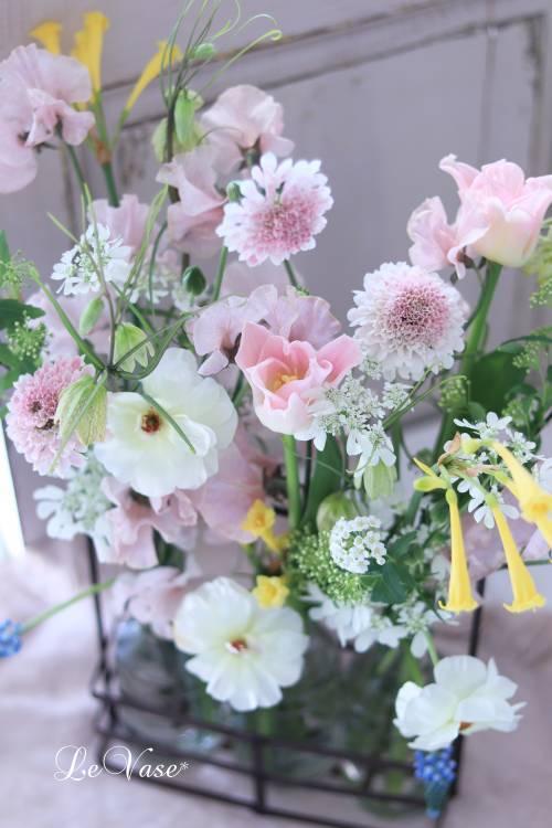 3月Living flower 『Pastel color flower bottle arrangement』_e0158653_09403225.jpg