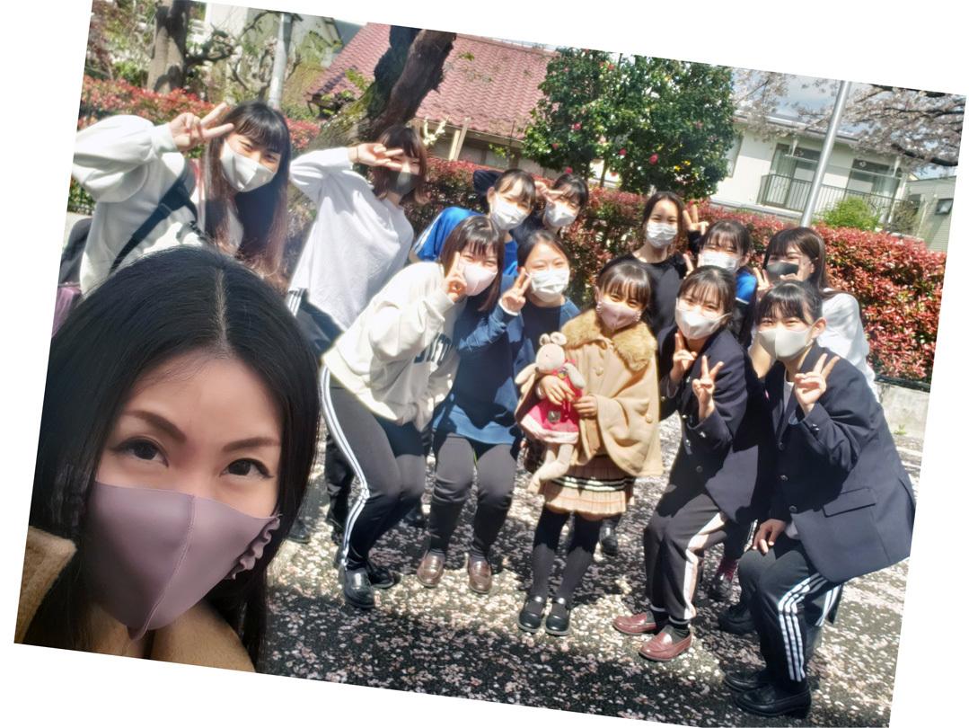 卒業生ちゃん、現役ちゃん、お姉ちゃん達の桜…_d0224894_11003107.jpg