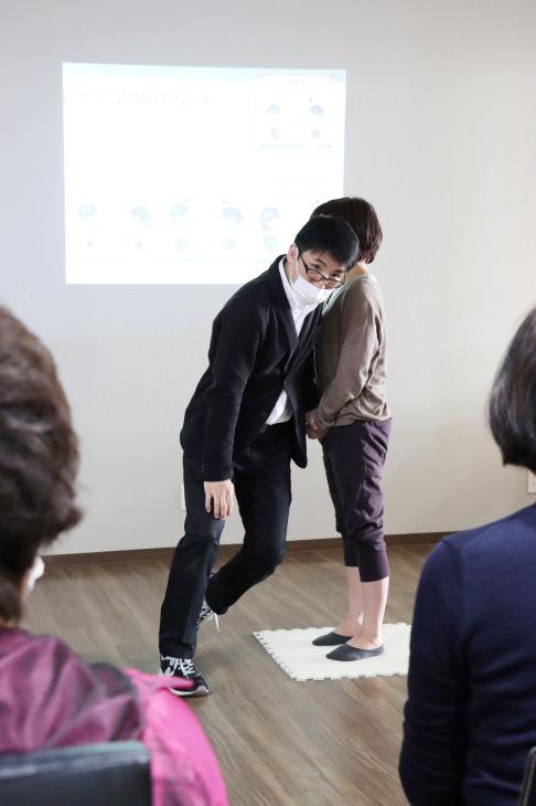 健康セミナー 『膝痛と歩き方の関係について』_a0322418_12321770.jpeg