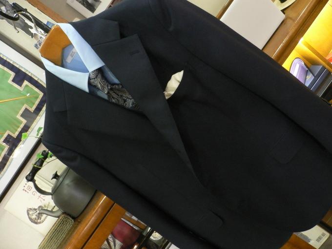 無地に見える紺スーツが欲しい_d0060944_11285030.jpg
