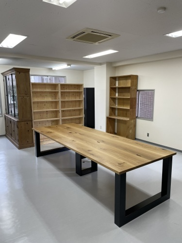 MEETING TABLE_c0146581_23384097.jpg