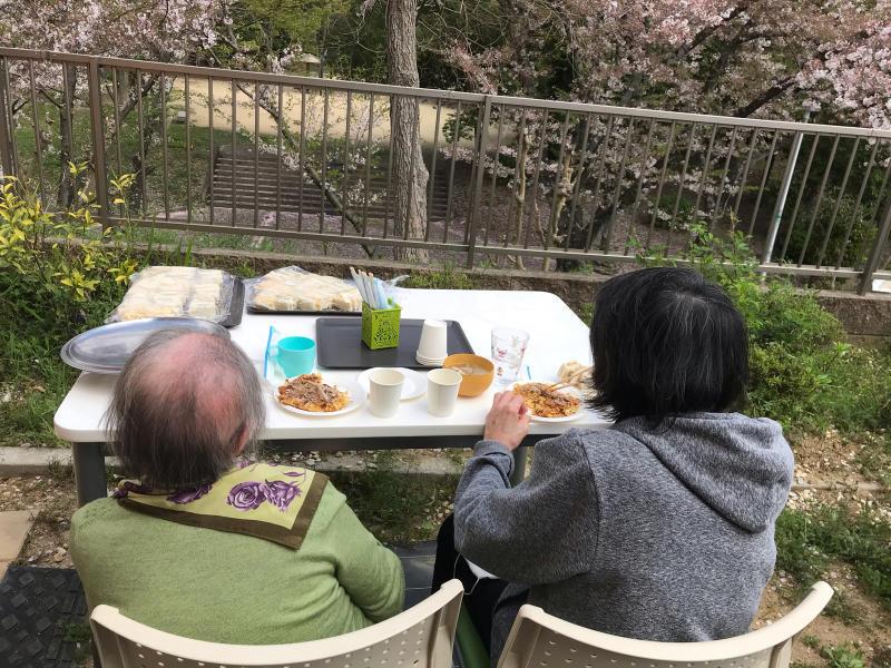 お花見会_f0376200_13514487.jpg