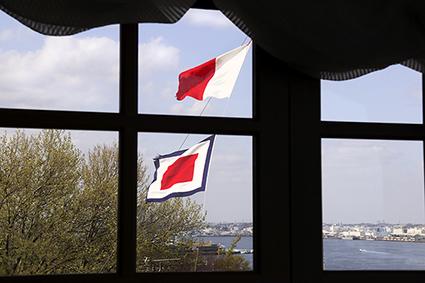 窓越しの春の空、横浜2021.4.4_f0165332_18510030.jpg