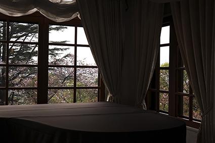 窓越しの春の空、横浜2021.4.4_f0165332_18510418.jpg