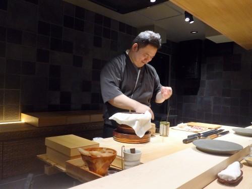 渋谷「熟成鮨 万」へ行く。_f0232060_00195903.jpg