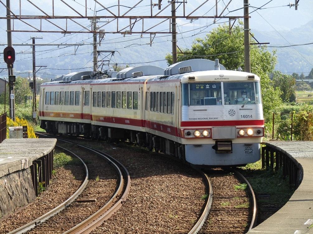 消滅危機の特急列車_f0281398_18150523.jpg