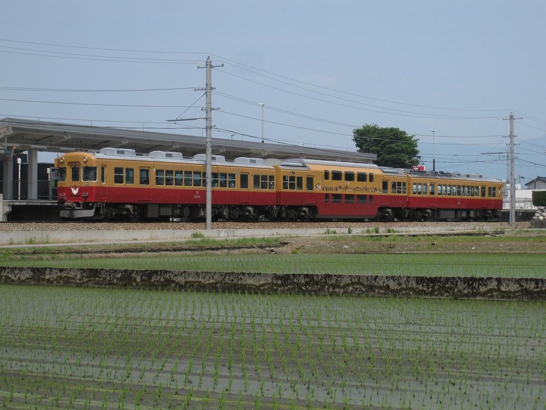 消滅危機の特急列車_f0281398_18180512.jpg