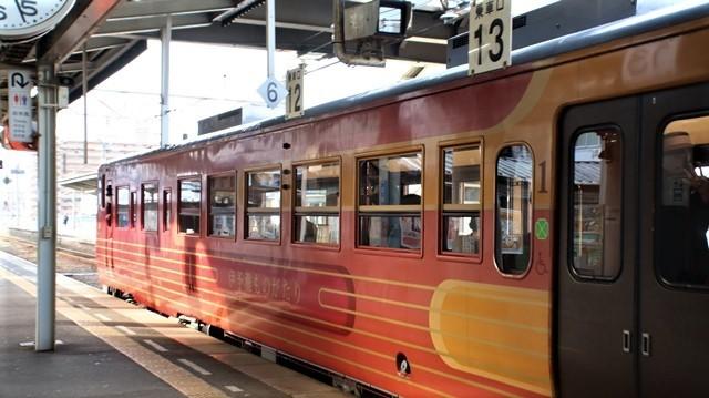藤田八束の鉄道写真@愛媛県松山市JR四国の楽しい列車たち、松山市はかっはがあって歴史もあって面白い、そして素敵な歴史が探訪できる、食べ物がおいしい素敵な街_d0181492_18350727.jpg