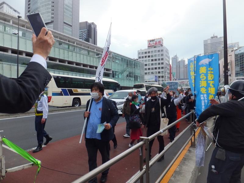 新宿駅南口で「辺野古埋め立て不承認を支持します!キャンペーン」展開しました!_d0391192_16561562.jpg
