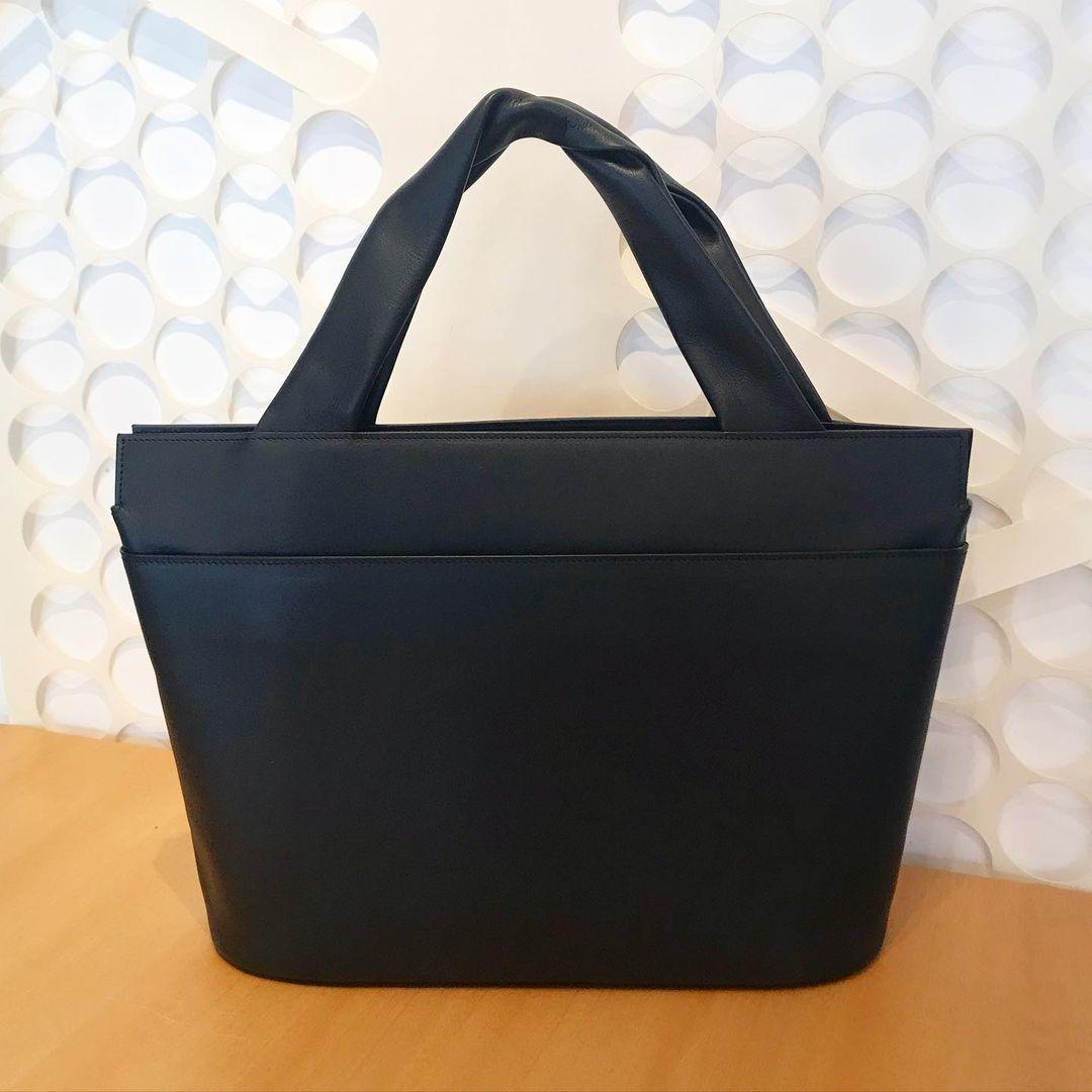 坂本これくしょんの蒔絵の牛革トートバッグ、定番かつ人気の柄「渦」です🌀_c0145608_09240886.jpg