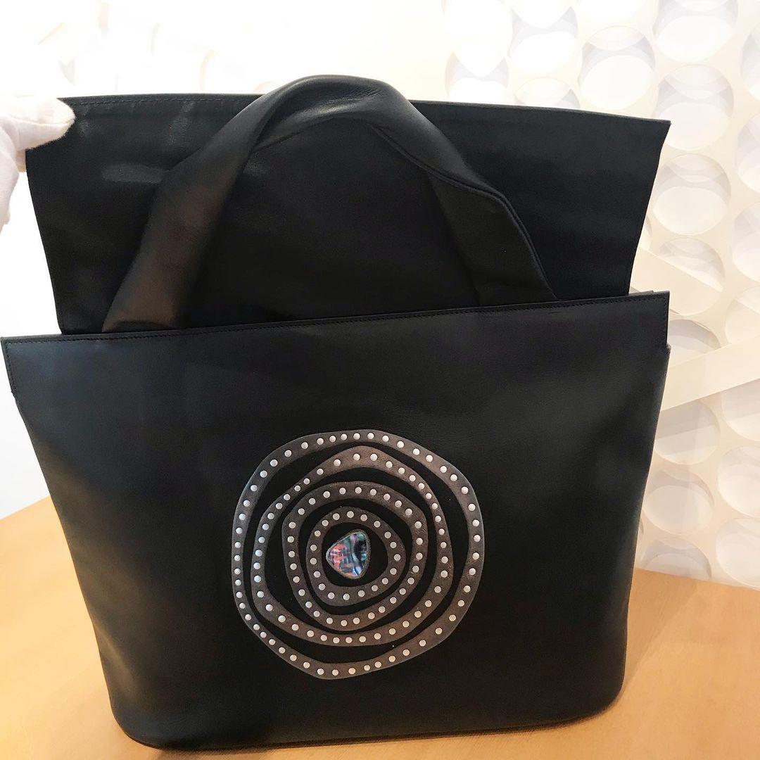 坂本これくしょんの蒔絵の牛革トートバッグ、定番かつ人気の柄「渦」です🌀_c0145608_09240919.jpg