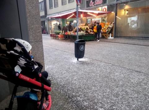 雪のイースター_f0210340_06134426.jpg