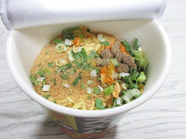 【サンヨー食品】ご飯がススム 豚キムチ味ラーメン_c0152767_21102638.jpg