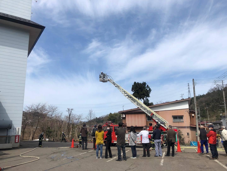 避難訓練と消防訓練_d0182179_16352278.jpg