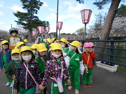 ゆり・すみれ組 お花見に行きました♪_c0212598_16144207.jpg