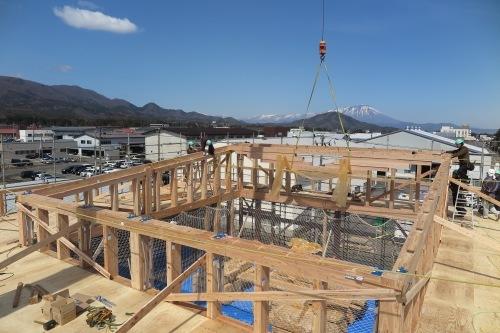東北住建高性能木造3階:3階屋根トラス_e0054299_15112773.jpeg