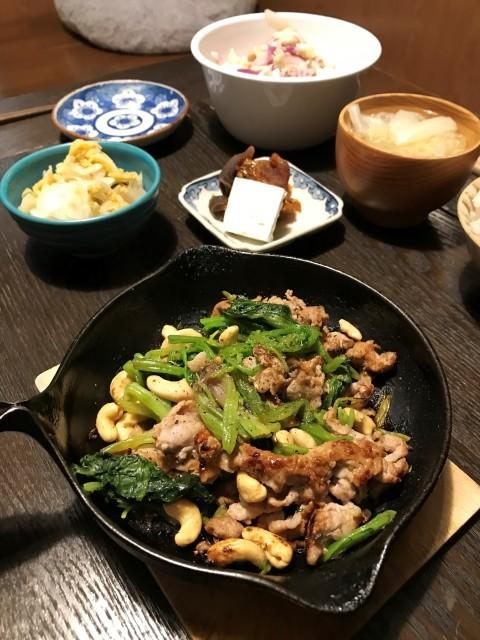 豚肉とほうれん草とカシューナッツ焼き。_e0414614_23114986.jpg