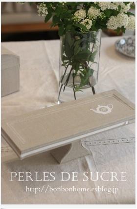 自宅レッスン  ケーキスタンド ティーポットのミラートレイ 丸箱 壁掛け式のマスクホルダー ボンベイの箱_f0199750_21302269.jpg
