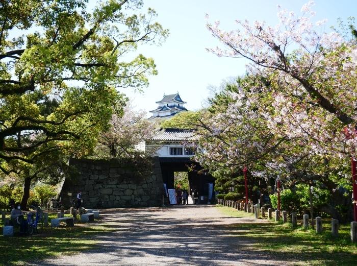 桜からつつじへそして新緑へ  2021-04-09 00:00_b0093754_22122759.jpg