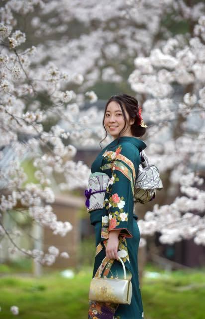 桜の木の下撮影が一番にいい感じで出来たのは....._b0194185_18145551.jpg