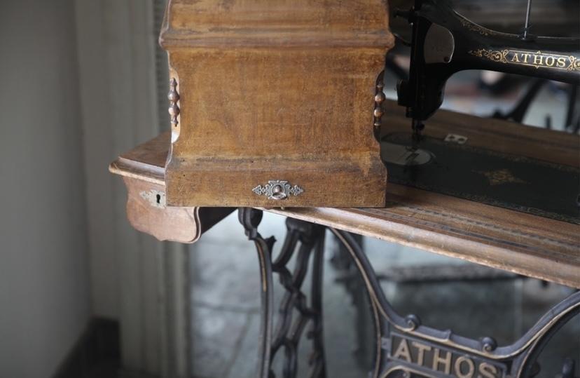 アンティークミシン カバー付き 鍵付き ミシン脚 ATHOS 初出し テーブル ミシン フレンチアンティーク_b0179814_16581053.jpeg